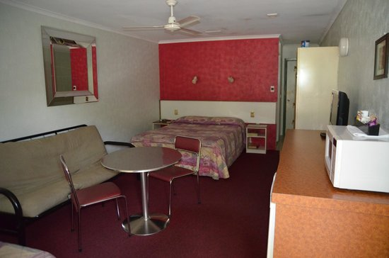 Beerwah Glasshouse Motel : a typical unit