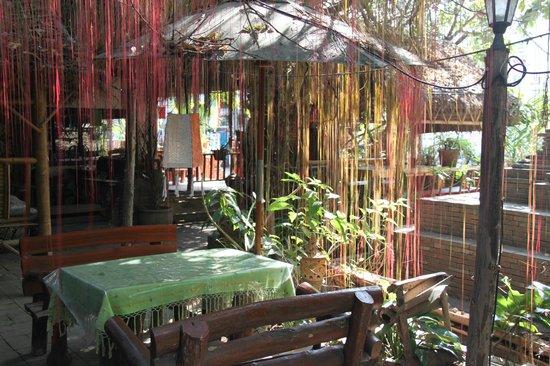 The Spirit House Restaurant & Bar: Sala - Garden Seating