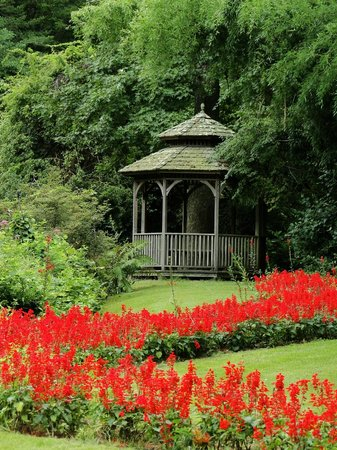 Leaming's Run Gardens: Romantic Gazebo