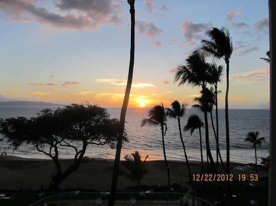 The Hale Pau Hana: another stunning sunset