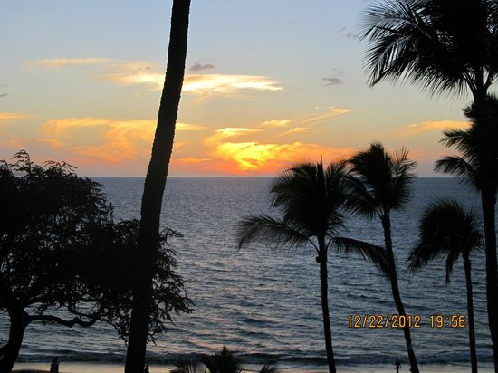 The Hale Pau Hana: sunset from the lanai