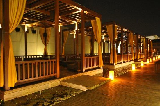 Swissotel Kolkata: Splash Lounge cum bar