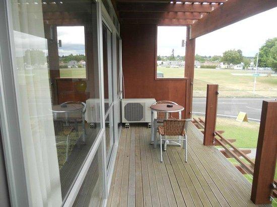 Suncourt Hotel & Conference Centre: Balcony