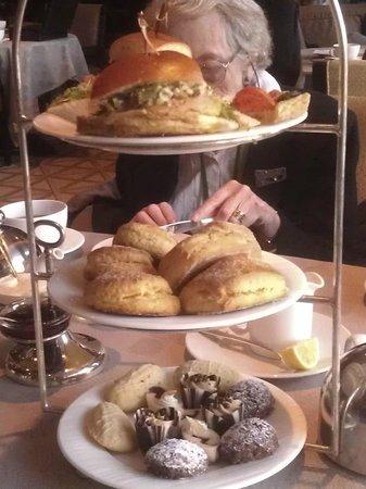 Swann Lounge & Cafe: Tea Tower - Four Seasons Hotel, Swann Lounge and Cafe, Philadelphia
