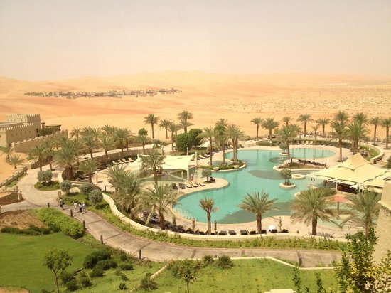 Qasr Al Sarab Desert Resort by Anantara: View of pool area from our room