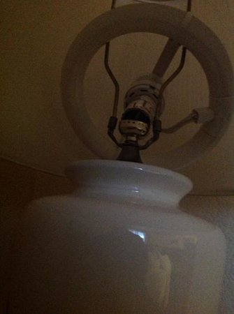 TownePlace Suites Boulder Broomfield: Broken bulb with exposed wires found at check-in