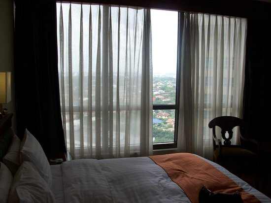 Holiday Inn Manila Galleria: Window of room