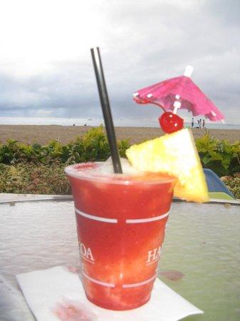 Hale Koa Hotel : Drinks at the Barefoot Bar
