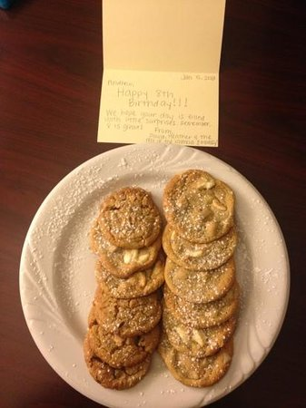 Embassy Suites by Hilton Valencia: Birthday Cookies