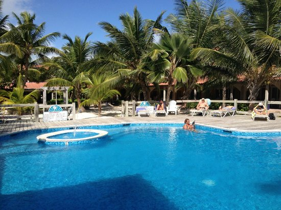 SunBreeze Hotel: pool area