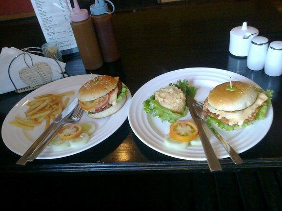 Karma's Coffee : awesome breakfast! chicken burgers!