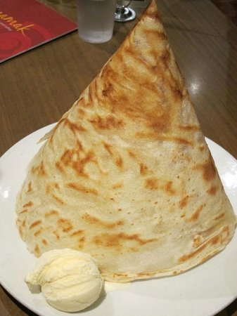 Mamak Chatswood: Dessert Roti Tisu with vanilla ice cream