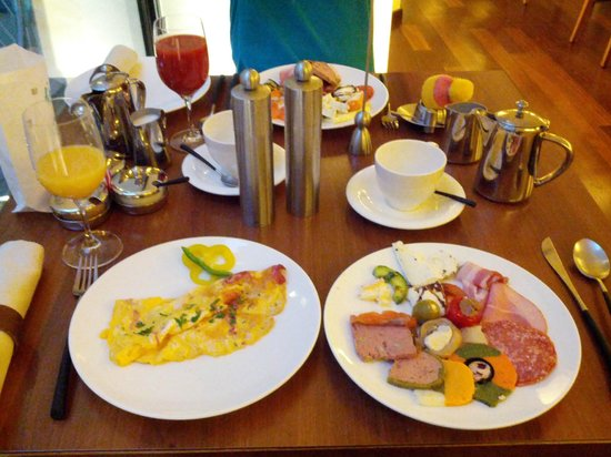 Hotel Rathaus Wein & Design: Buffet Breakfast
