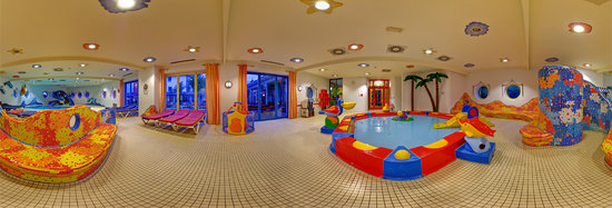 Ginas Baby & Kinderhotel: Indoor Pool