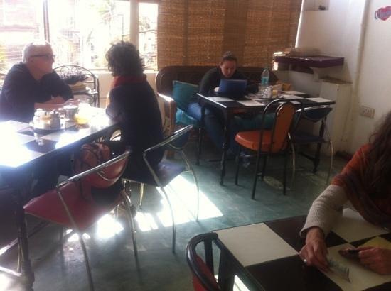 Aum Cafe: free wifi :)