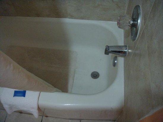 Trade Winds Inn: Nice hot bath, anyone?