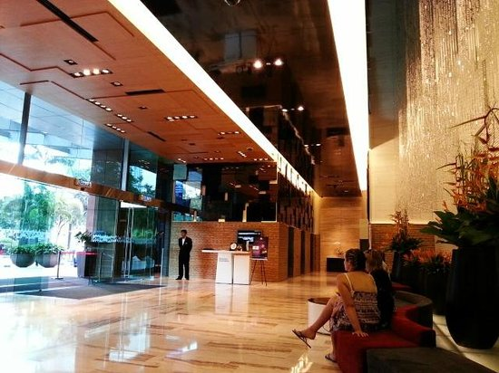 Traders Hotel, Kuala Lumpur: Hotel lobby area. Only concierge is here. Reception is at Level 5.