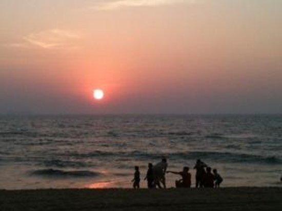 Bougainvillea Guest House Goa: sunset