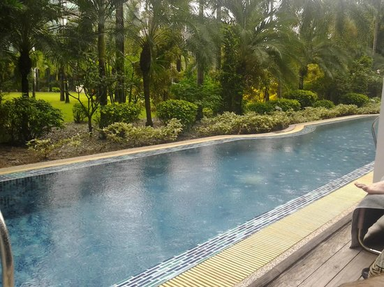 B-Lay Tong Phuket: Lap Pool