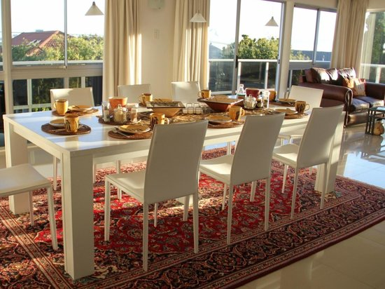 Southern Comfort Guest Lodge: Breakfast Table