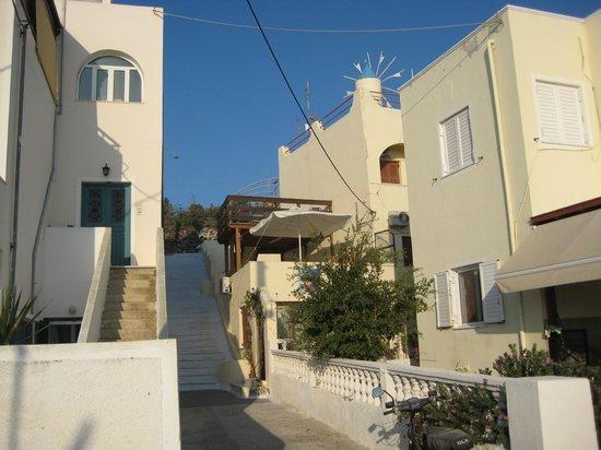 Anemomilos Villa: Hotel Appearance