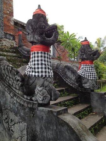 Mataram, Indonésia: Statue