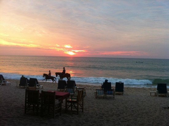 Tony Seafood Restaurant: Sunset from Bang Tao Beach... (50 meters from Tony)