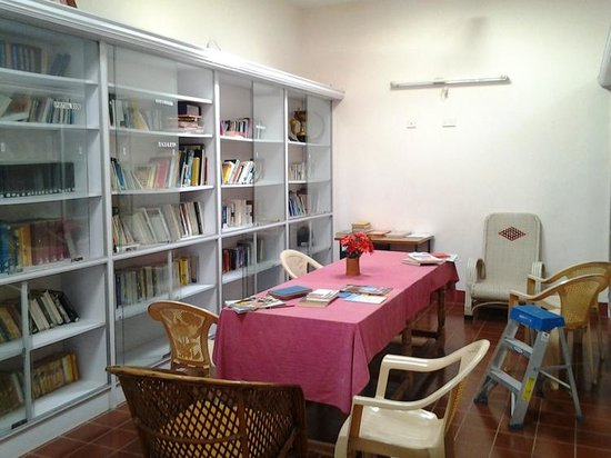 Indus Valley Ayurvedic Centre: Library