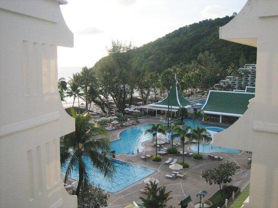 Le Meridien Phuket Beach Resort: View of the big pool.