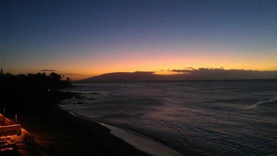 Kahana Beach Resort: Sunset from room
