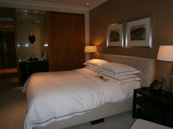 Crown Towers: Delux King Room