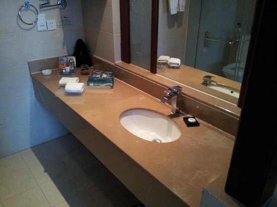 International Hotel Sanya: bathroom - quite good