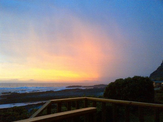 Storms River Mouth Restcamp: Sunset from the deck