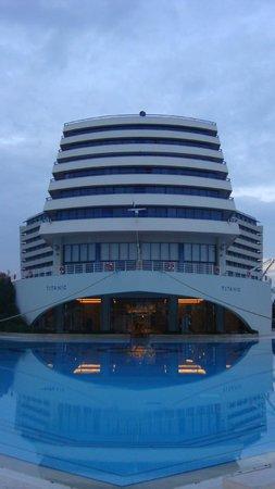 Titanic Beach Lara Hotel: Vorderansicht