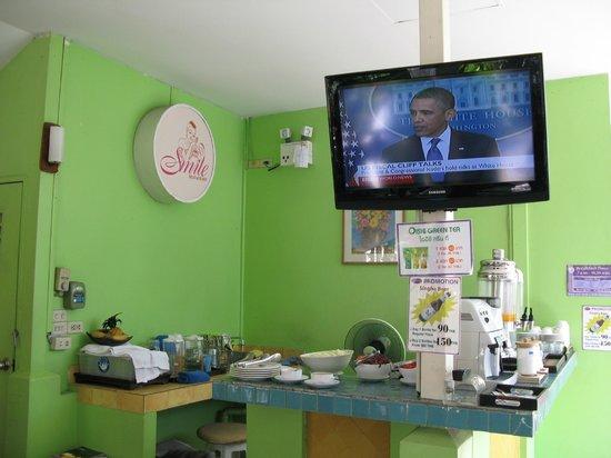 Sawasdee Sukhumvit Inn: 餐廳在室外