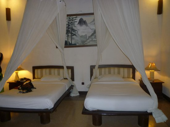 Tonys Villas & Resort: beds
