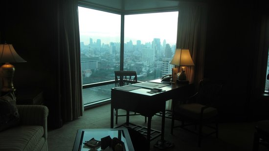 The Peninsula Bangkok: Writing desk