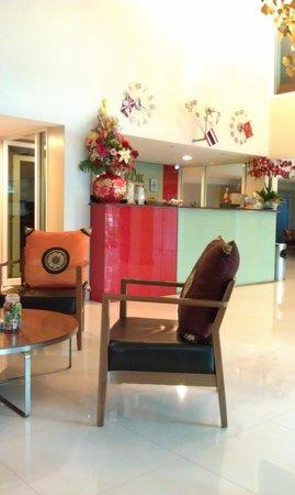 Bangkok Loft Inn: Nice Little Lobby
