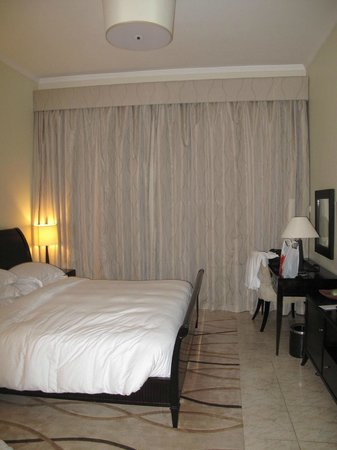 Dubai Marriott Harbour Hotel & Suites: bed room