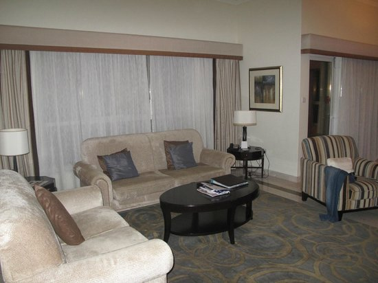 Dubai Marriott Harbour Hotel & Suites: sitting room