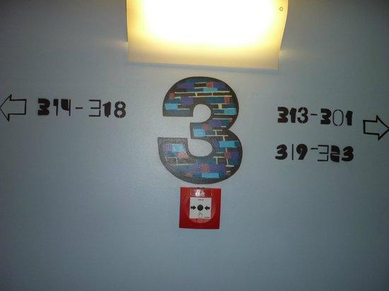 Ibis Styles Berlin Mitte: Particolare corridoio 3° piano