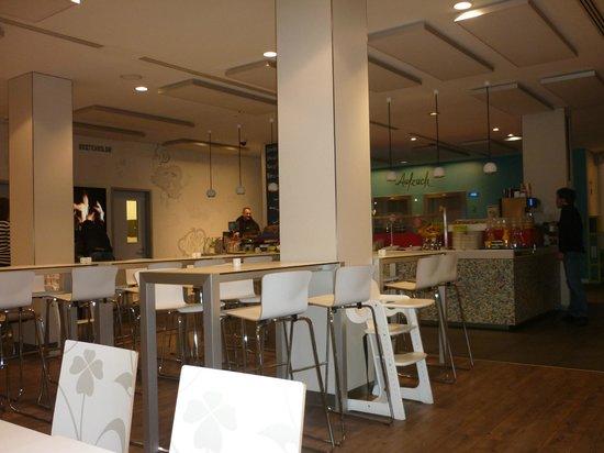 Ibis Styles Berlin Mitte: Sala colazione
