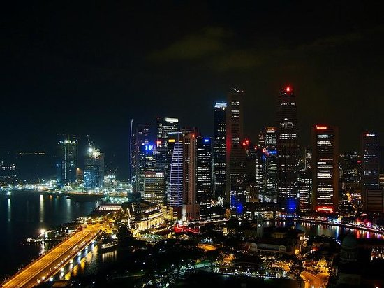 Swissotel The Stamford Singapore: View from the rooms facing the Marina at night