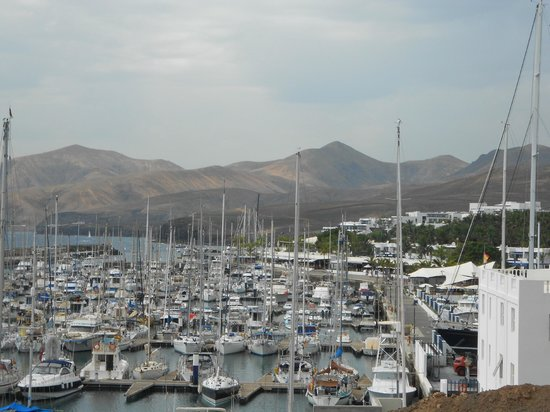 La Pappardella : The restaurant is at the far end of the marina