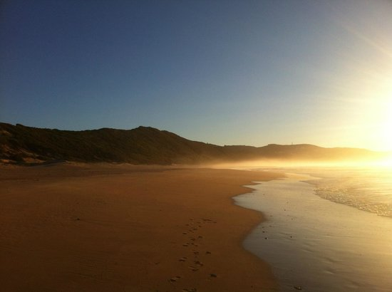 Buffalo Bay: Walk on the beach towards Brenton