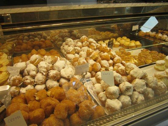 Hogar Dulce Hogar : Little liight choux pastries with fillings