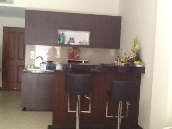 Kuta Townhouse Apartments: kitchen in executive sudio (new part)