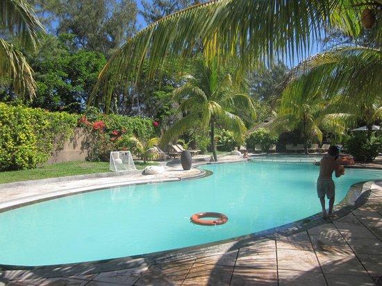 Coin de Mire Attitude: Une des piscines de l'hôtel