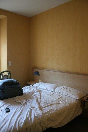 Hotel L'Esterel: ...Una parte della camera...