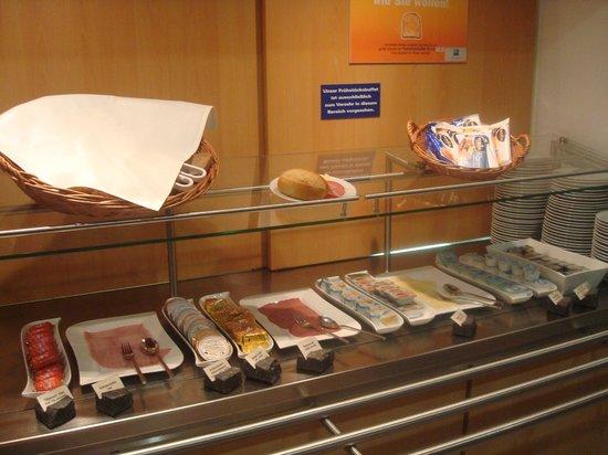 Ibis Budget Hannover Hauptbahnhof : breakfast